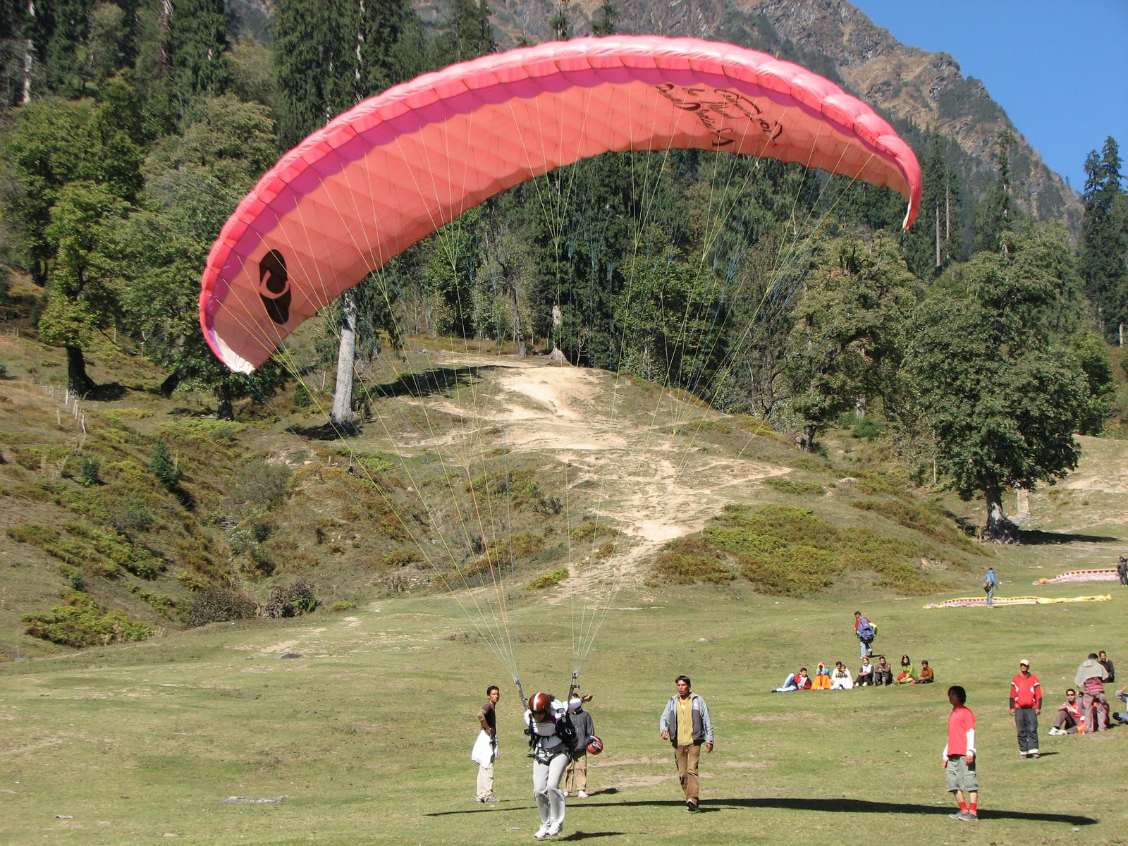 Paragliding trip to Manali -By Indian holiday